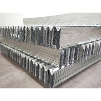 马路护栏 喷塑双波波形护栏防撞板价格优惠 瑞欧实体厂