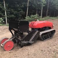 履带式旋耕机施肥机在农耕场上大